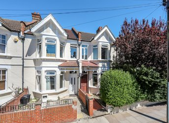Gassiot Road, Tooting Bec,             SW17