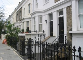 Chesson Rd, Barons Court,             W14